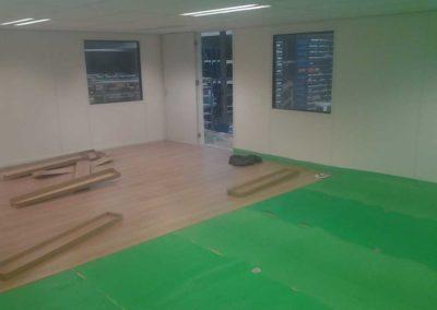 Laminaatvloer in kantoorruimte